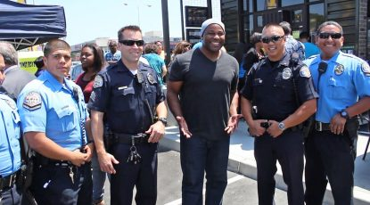 Shyan Selah with police officers at Starbucks in Gardena, CA