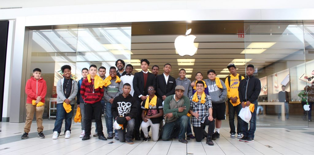 Shyan Selah and Illahee Middle School Students on a Field Trip to Apple.